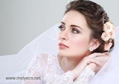 找新娘化妆必知:怎么选择新娘跟妆!
