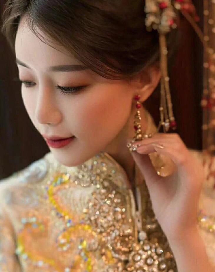 化妆纹绣美甲